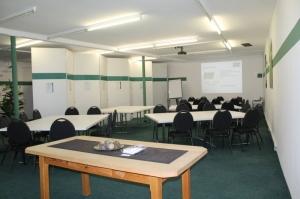 In unserem großen Raum können wir die Tische je nach Bedarf platzieren - wichtig für die Arbeit in Kleingruppen!