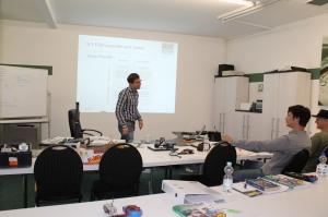 Im Unterricht mit den technischen Betriebswirten